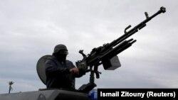 Një pjesëtar i ushtrisë së komandantit, Halifa Haftar.