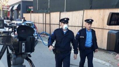 Policija ispred Ministarstva infrastrukture, Priština
