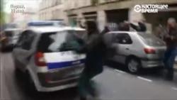Верх стрыманасьці: як францускі паліцыянт адрэагаваў на напад пратэстоўцаў з палкамі. ВІДЭА