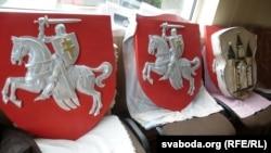Віталь Васількоў ужо вырабляе гербы «Пагоня»