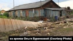 Дом Ольги Буренковой из посёлка Октябрьский Иркутской области после наводнения.