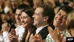 Многие эксперты в Америке уверены, что Медведеву будет отведена представительская роль