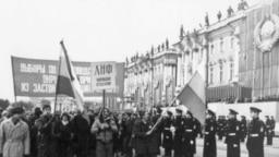 Колонна Ленинградского народного фронта на Дворцовой площади, 1989 год