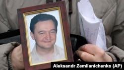 Бюджеттен қаржы жымқыру қитұрқылығын әшкерелеген Hermitage Capital қорының заңгері Сергей Магнитскийдің портреті.