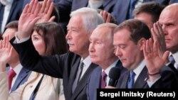 """Борис Грызлов, Владимир Путин, Дмитрий Медведев на съезде """"Единой России"""""""