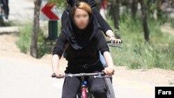 Женщины на велосипедах, Иран, апрель 2011