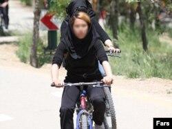 Iranda velosipedçi qadın, 2011