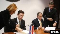 Potpisivanje sporazuma, Foto: Midhat Poturović