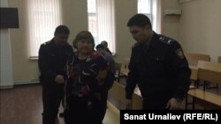 Светлану Чукурову, бывшего руководителя Теректинского районного отдела образования Западно-Казахстанской области, взяли под стражу сразу после оглашения приговора. Уральск, 3 марта 2016 года.