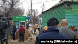 Демонтаж незаконного павильона и тандыра на территории, относящейся к школе №11. 28 февраля 2019 года.