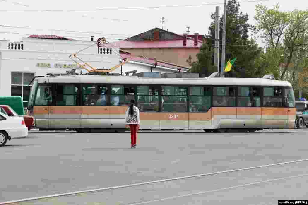 Инициаторы возобновления трамвайного движения надеются, что этот вид транспорта позволит привлечь вгород дополнительный поток туристов и улучшит экологическую обстановку.