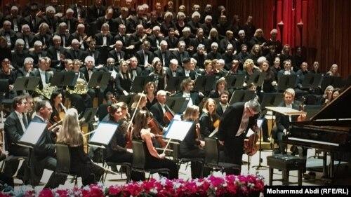 ارکستر فیلارمونیک لندن به رهبری کریستوفر وارن-گرین؛ باربیکن، لندن