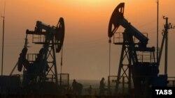 В середине февраля цены на нефть вновь начали снижаться, однако на этот раз курс рубля за ними не последовал.