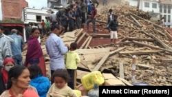 Непалдагы зилзала жүздөгөн адамдын өмүрүн алды