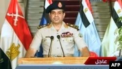 Եգիպտոսի պաշտպանության նախարար Աբդել Ֆաթահ ալ-Սիսին հայտարարությամբ է հանդես գալիս պետական հեռուստատեսությամբ, 3-ը հուլիսի, 2013թ.
