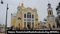 Церква апостолів Петра і Павла у Жовкві