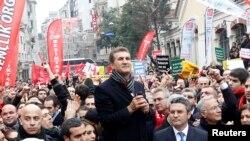 Mustafa Sarigul görüş mitinqdə çıxış edərkən (11 mart)