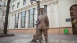 Скульптура царскага паліцыянта ў Менску