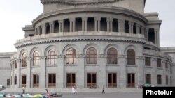 Ալեքսանդր Սպենդիարյանի անվան օպերայի և բալետի ազգային ակադեմիական թատրոնի շենքը Երևանում