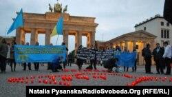 Акція пам'яті жертв депортації: «Запали свічку у своєму серці» біля Бранденбурзьких воріт. Берлін, 18 травня 2016 року