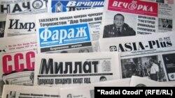 Tajikistan -- Tajik newspapers, Dushanbe, 04Aug2011