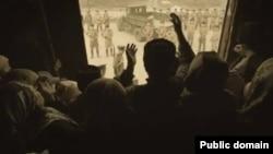 """Қырым татарларының атамекенінен күштеп жер аударылғаны туралы """"Хайтарма"""" фильмінен көрініс."""
