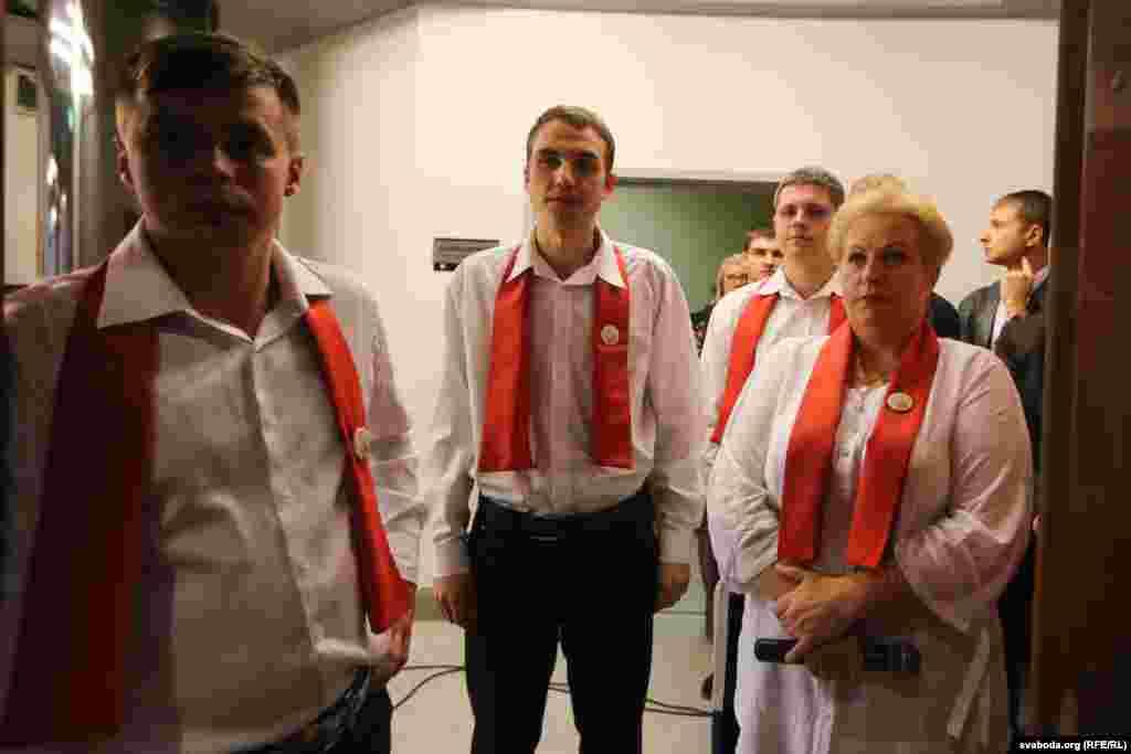 Делегатів з'їзду вітали учасники художньої самодіяльності з Волковиського району