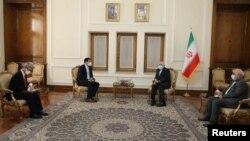 قائم مقام وزیر خارجه کره جنوبی در دیدار با ظریف ضمن اشاره به توقیف کشتی متعلق به این کشور، خواستار تسریع در حل این موضوع شد.