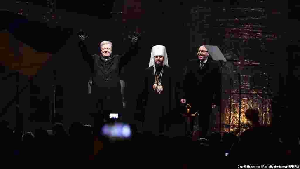 Оголошення результатів Об'єднавчого собору та привітання від президента Петра Порошенка, митрополита Епіфанія та голови Верховної Ради Андрія Парубія