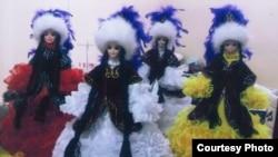 Куклы в казахской национальной одежде. Фото предоставлено Кульбарам Ауезбаевой, автором куклы Карлыгаш.