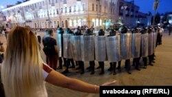 Forțele de ordine au reacționat cu o prezență masivă în orașele din Belarus, pentru a împiedica extinderea protestelor, 10 august 2020