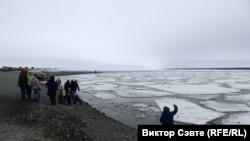 Жители города с нетерпением ждут ледоход