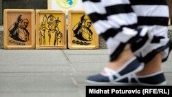 Suveniri na ulicama Sarajeva povodom dolaska Pape, foto: Midhat Poturović