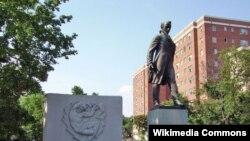 Пам'ятник Тарасові Шевченку в Вашингтоні, США. Автор Леонід Молодожанин, 1964