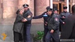 «25 տարի խաբված ենք». Լենուղու բնակիչները փորձեցին ներխուժել Կառավարության շենք