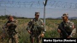 Илустрација: Македонски војници патролираат на границата со Грција во 2018 година
