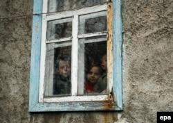 В одному з сіл на лінії розмежування. Березень 2016 року