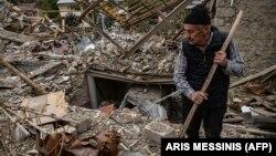 Нагорный Карабах - Степанакерт после ракетного обстрела со стороны Азербайджана, 10 октября 2020 г.