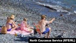 Пляж в Сочи, архивное фото