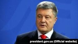 Президент України і кандидат на цю посаду Петро Порошенко на прес-конференції у Берліні, 12 квітня 2019 року