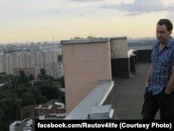 Евгений Куракин на крыше своего дома
