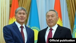 Kyrgyz President Almazbek Atambaev and his Kazakh counterpart Nursultan Nazarbaev.