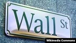Вказівник на головній американській торговельній вулиці, де розташовується Нью-Йоркська фондова біржа