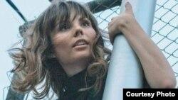Азаматтық белсенді Татьяна Романова өзі өткізген Pussy Riot тобын қолдау шарасында. Сурет Twitter желісінен алынды.