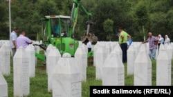 Reekshumacija mezarja, Potočari, 24. juli 2016.