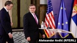Presidenti i Serbisë, Aleksandar Vuçiq dhe zëvendës-ndihmës sekretari amerikan i shtetit, Matthew Palmer. Beograd, qershor, 2019.