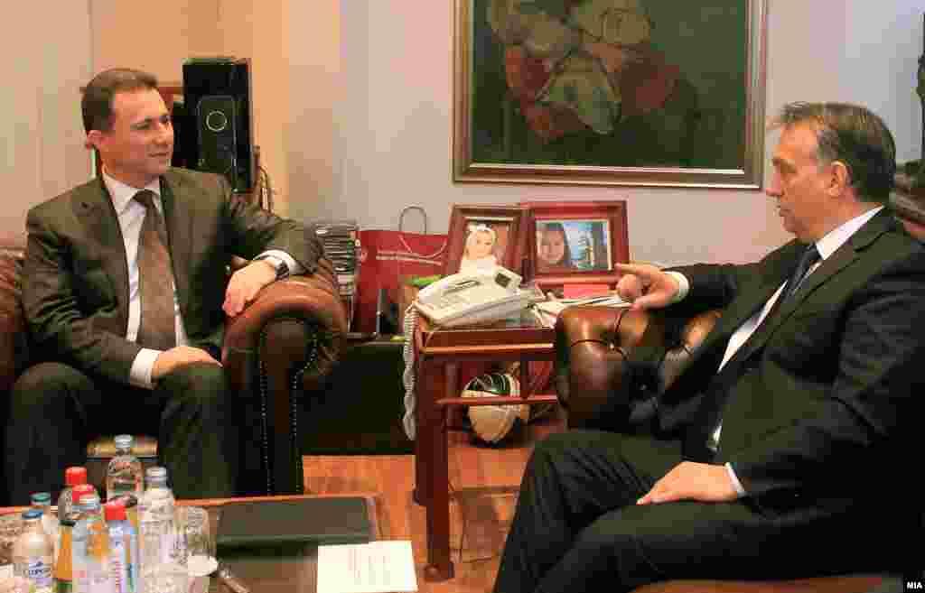 УНГАРИЈА - Лидерите на три опозициски партии во унгарскиот Парламент, во заедничко писмо, повикуваат да му биде повлечен азилот на поранешниот македонски премиер Никола Груевски и тој најитно да биде екстрадиран во Македонија.
