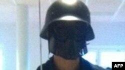 Мужчина в маске, совершивший нападение на школу в Швеции, Тролльхеттан, 22 октября 2015 года.