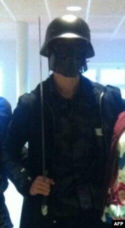 Maskirani napadač na školu