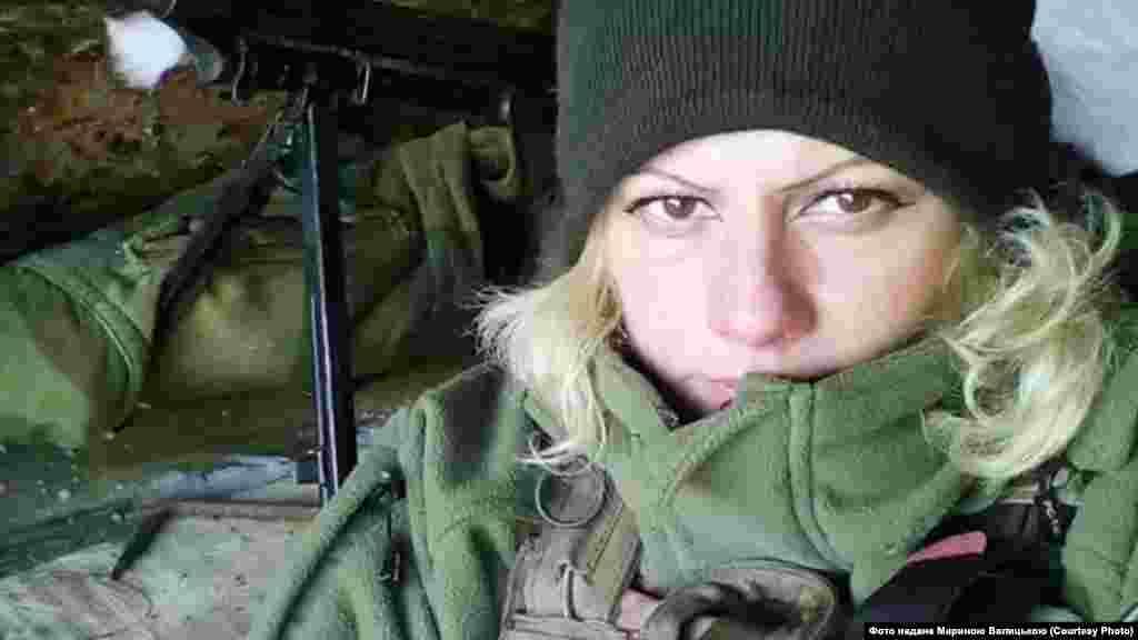 Марина «Ксена» Валицька,«Правий сектор», 54-а окрема механізована бригада, 46-й окремий батальйон «Донбас-Україна»: «У грудні 2016 року, коли була битва за «ліс» – лісосмугу на Світлодарській дузі, яка була під контролем бойовиків. У нас було найбільше загиблих і поранених. Звісно, той день ніколи не забудеться. Я тоді втратила п'ятьох побратимів. Тоді я була на командному пункті батальйону, задіяна як помічник замполіта... Я почула, що в нас є загиблий. Першим убили нашого командира – «Шайтана». Але потім я не знала, на якій стадії зараз бій. Повідомляли час від часу: той поранений, той зник безвісти, той убитий».